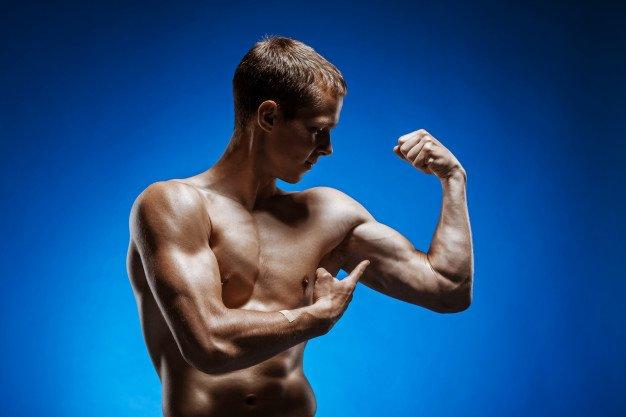 ragazzo muscoloso